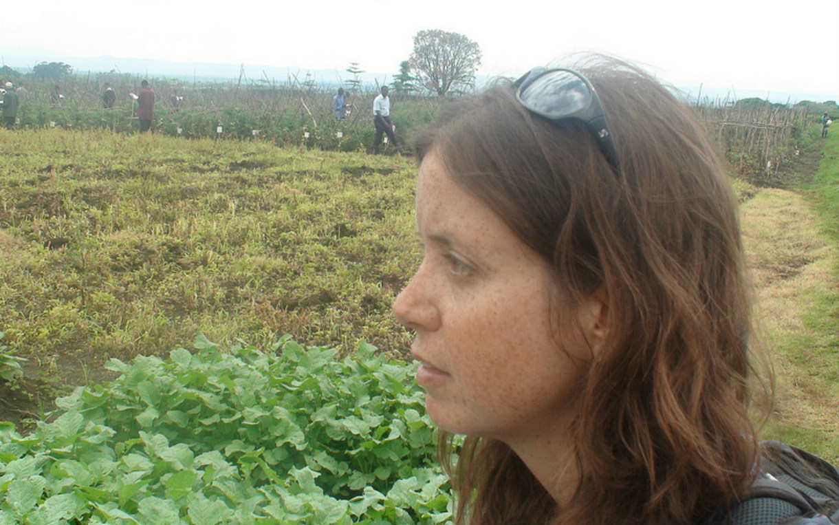 Danielle Nierenberg of Food Tank in Tanzania meeting with farmers. Photo: Food Tank
