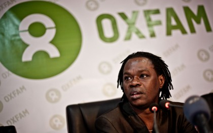 Senegalese musician and Oxfam Global Ambassador Baaba Maal has teamed up with seven other recording artists to remind African leaders of their promises to their people. Photo: Pablo Tosco / Oxfam