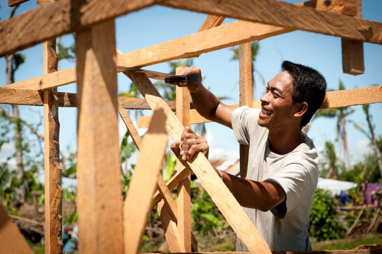 philippines-carpenter-OGB-84671