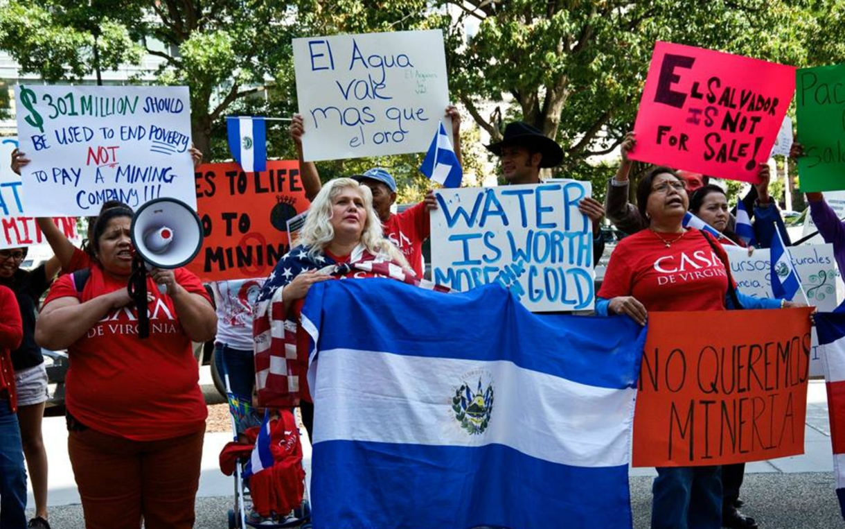 El-Salvador-mining-protest-oxfam_1220x763