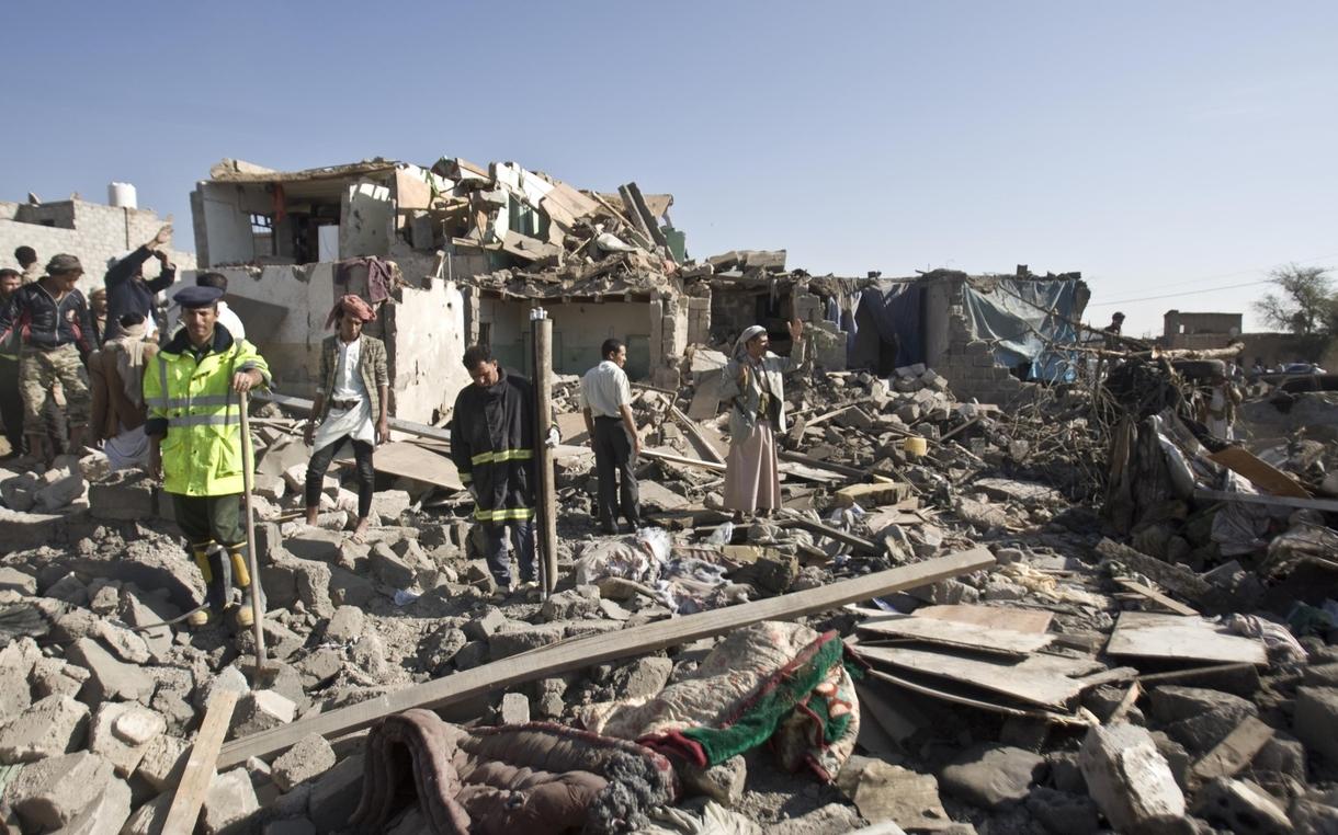yemen-sanaa-airstrike-rubble-oxfam-91688_1220x762