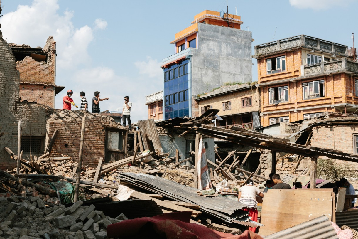 People search their home for belongings in Sankhu, a town in Kathmandu Valley where 980 houses collapsed in the April 25, 2015, earthquake. Photo: Aubrey Wade/Oxfam