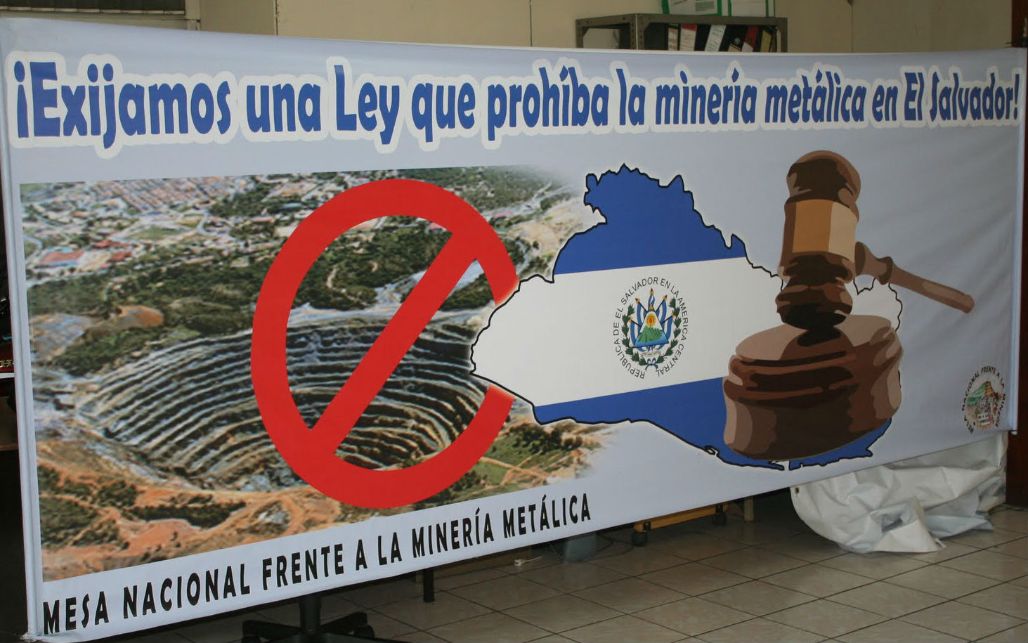 "A banner used by the National Roundtable Against Metallic Mining in El Salvador, saying ""We demand a law prohibiting metals mining in El Salvador."" Photo: http://bit.ly/1ovX8XU"