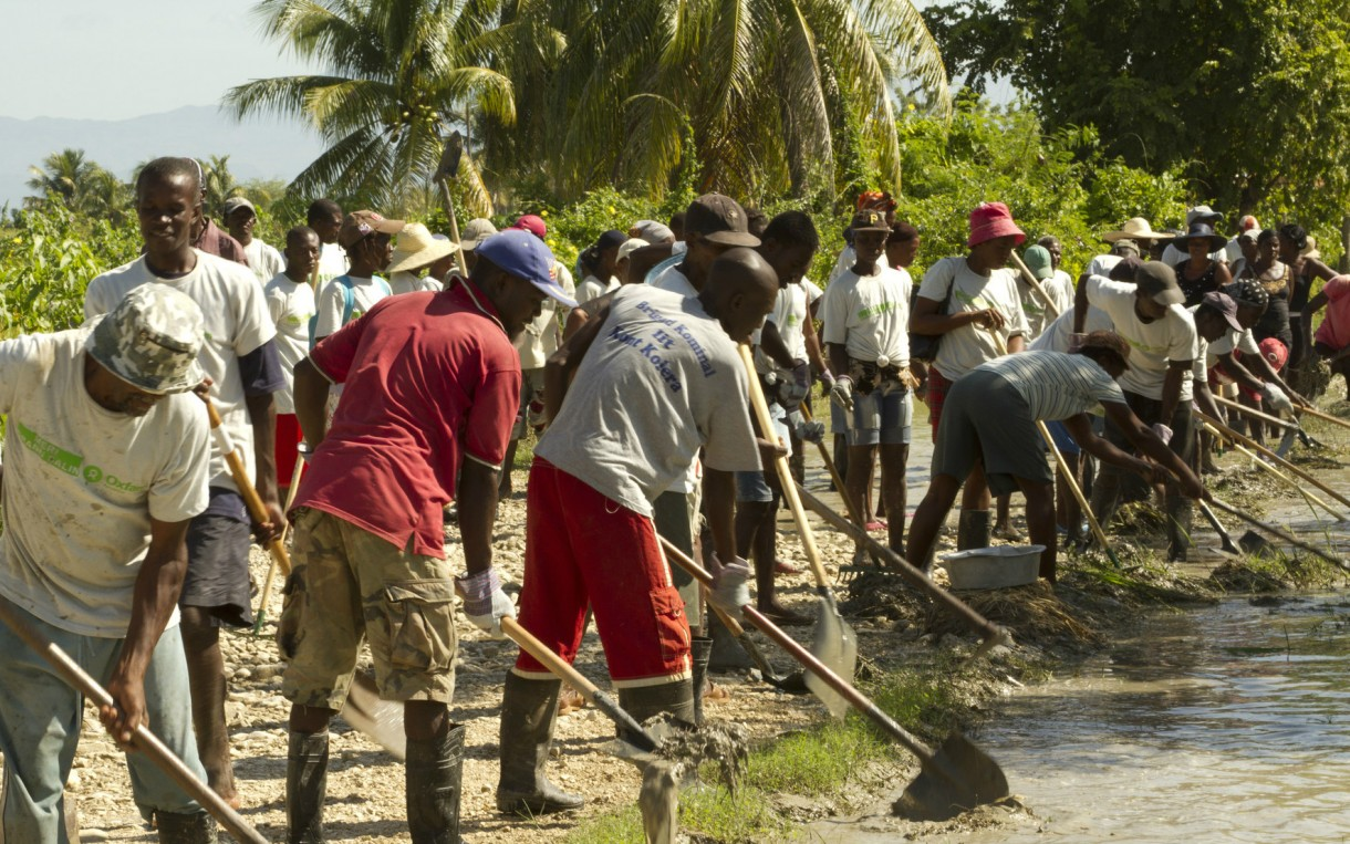 The mayor of Grande-Saline in rural Artibonite, Haiti enlisted support from Oxfam in 2011 to address flood control. Through a cash-for-work program, two 132-member work teams helped clean out drainage channels that serve about 2,000 people in the area. Photo: Chris Hufstader / Oxfam America
