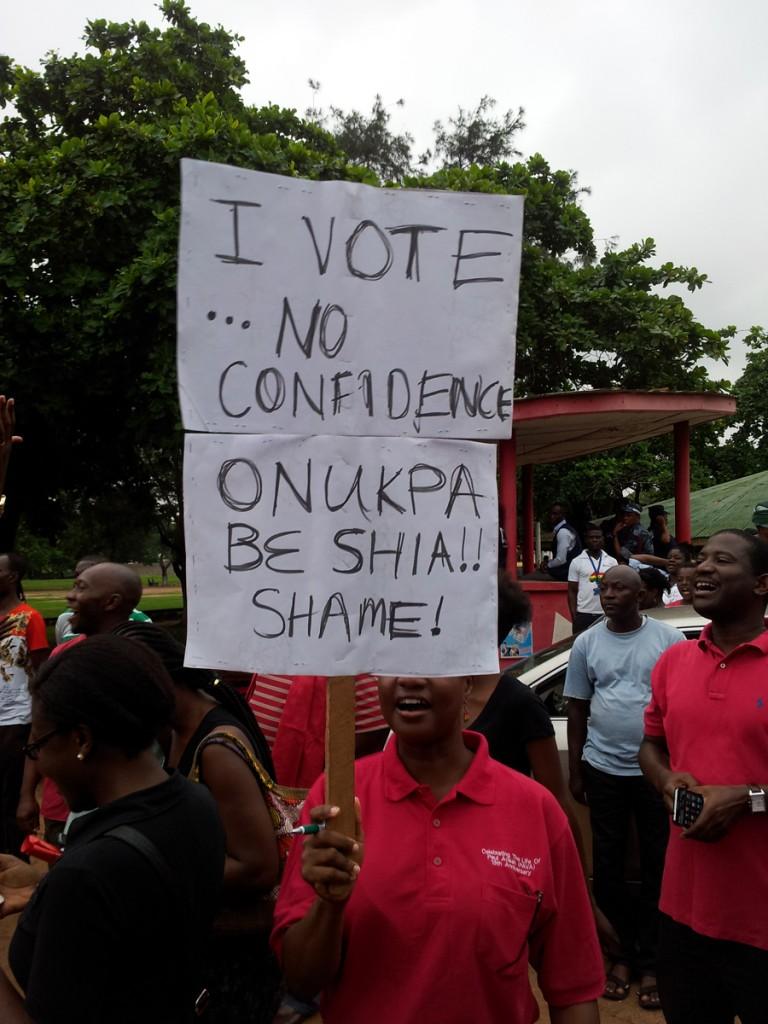 "I vote, ""No confidence"""