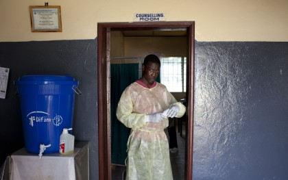A nurse at Sister Agnes Clinic in Gardensville, Liberia with the correct IPC materials. Photo: Abbie Trayler-Smith/Oxfam