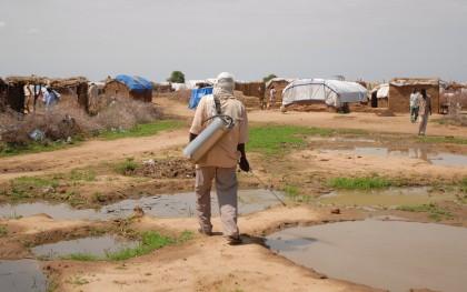 Oxfam malaria prevention in Kalma refugee camp. Photo: Eva-Lotta Jansson / Oxfam America